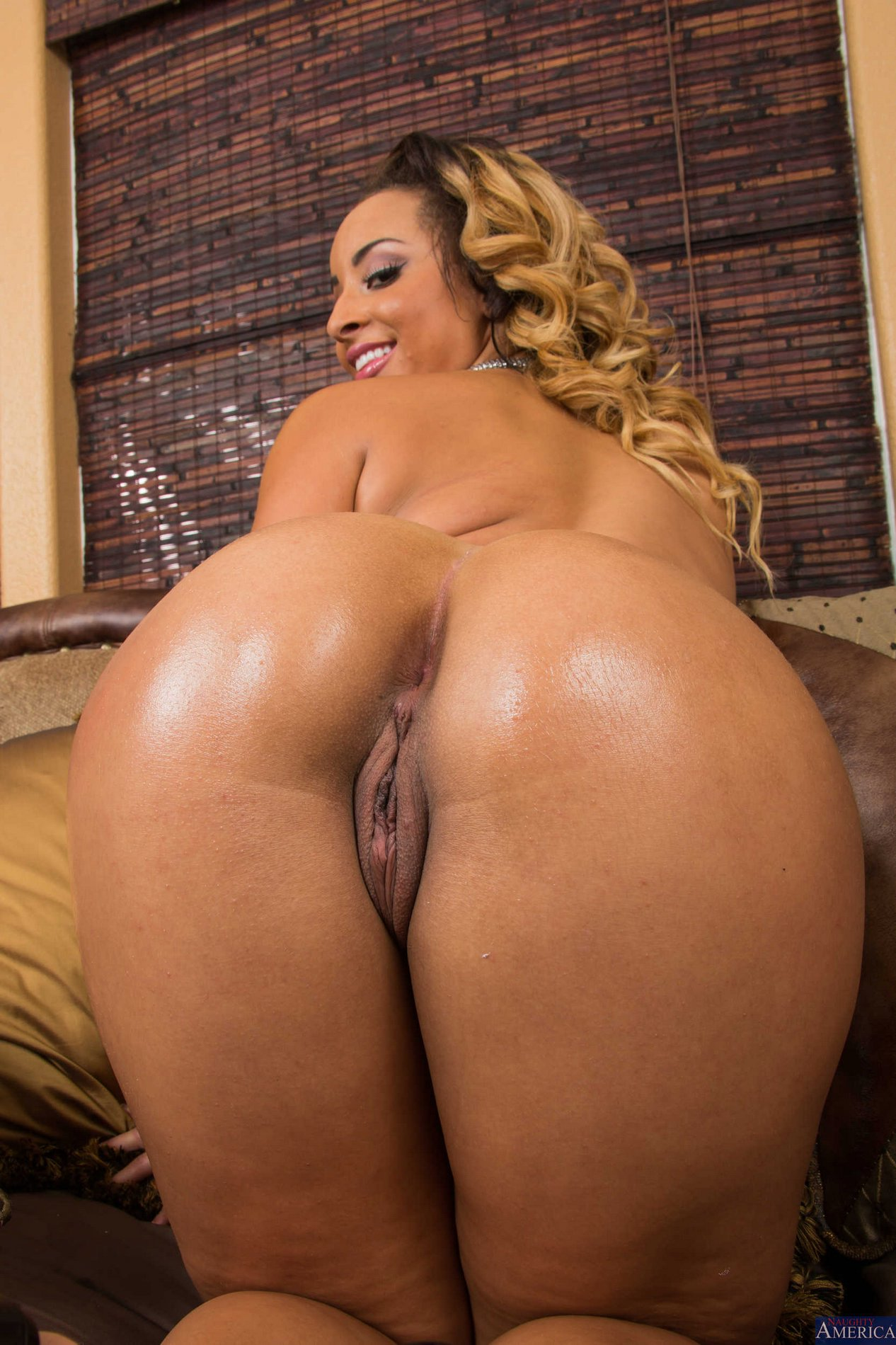 Teanna trump shows off her laced fishnets reality kings 2