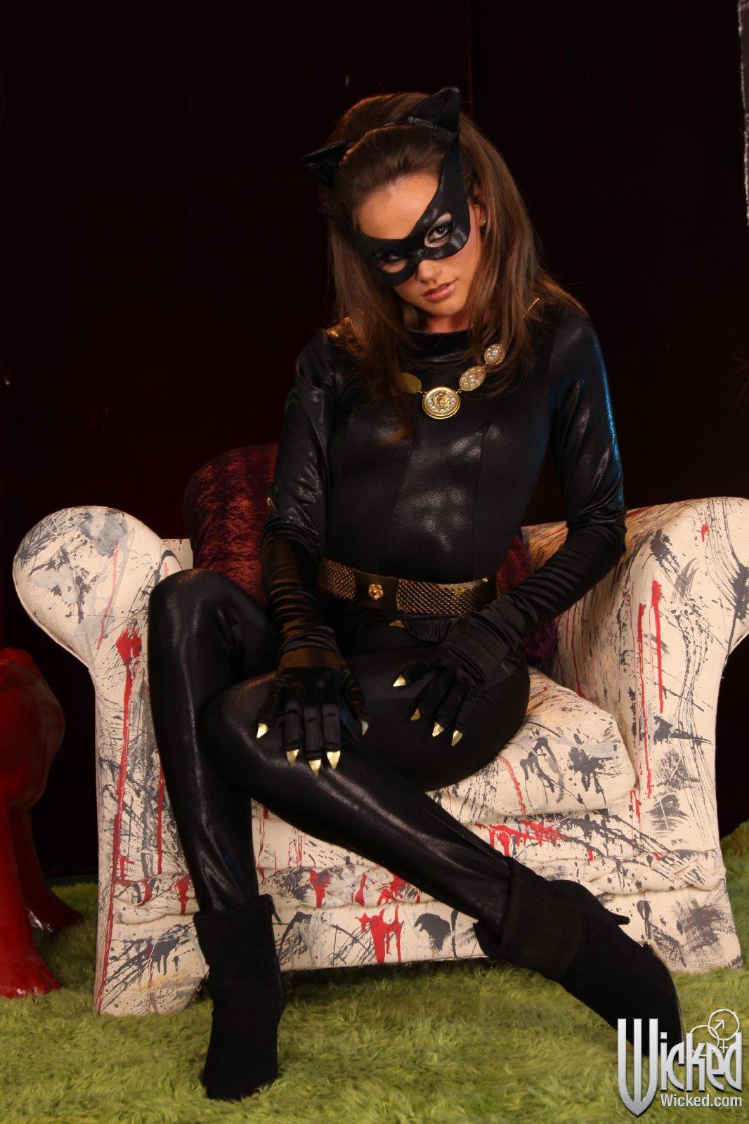batgirl tori black sucking and fucking two big cocks my