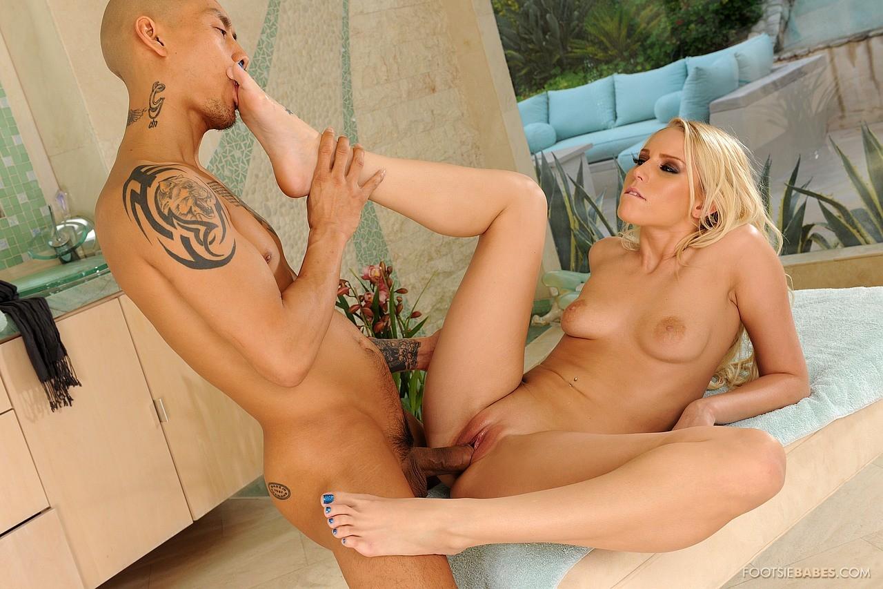 Vanessa Cage Nyder Hot Foot Fetish Sex med asiatisk Guy-6027