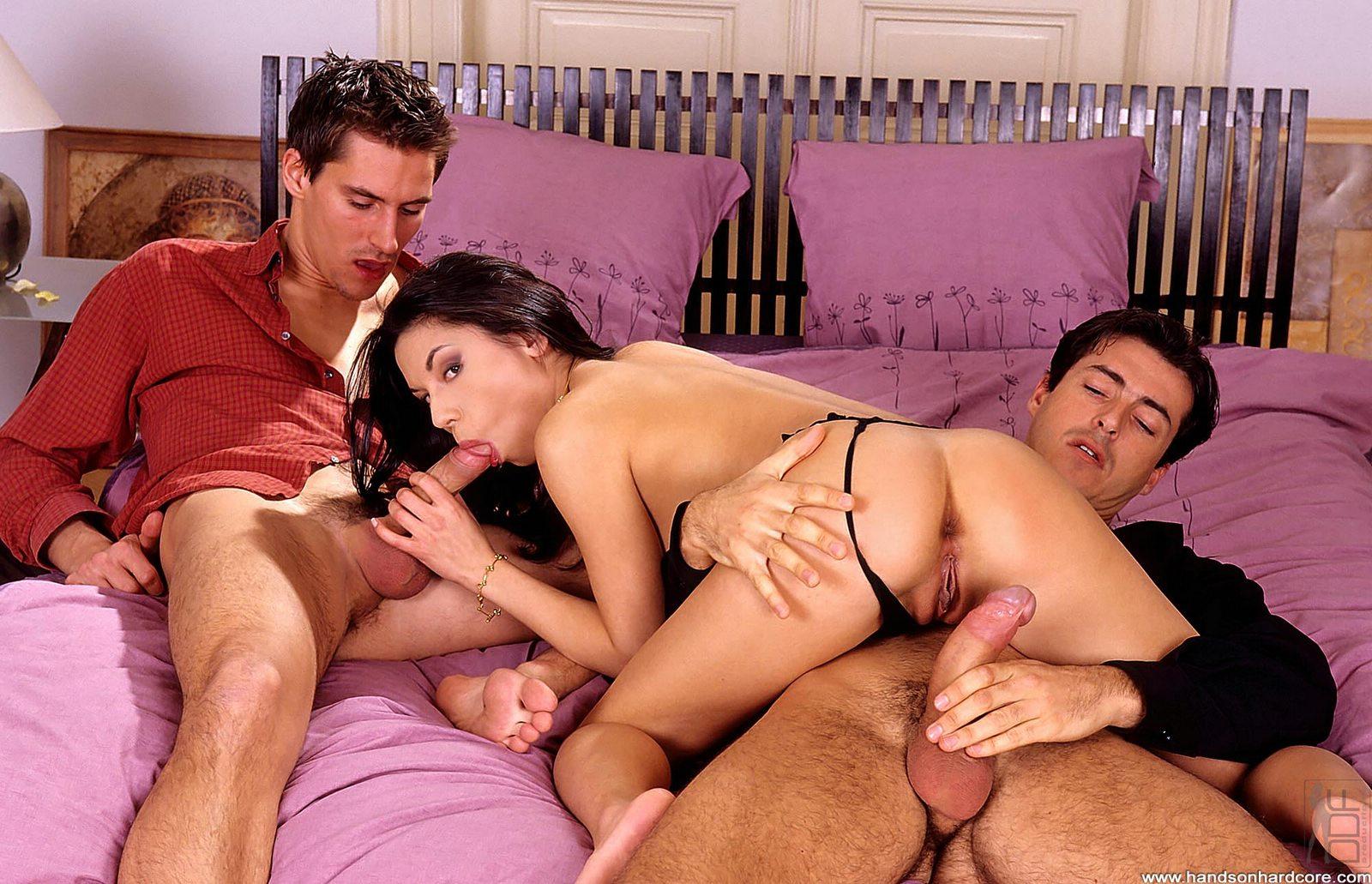 Муж делится женой порно фильмы