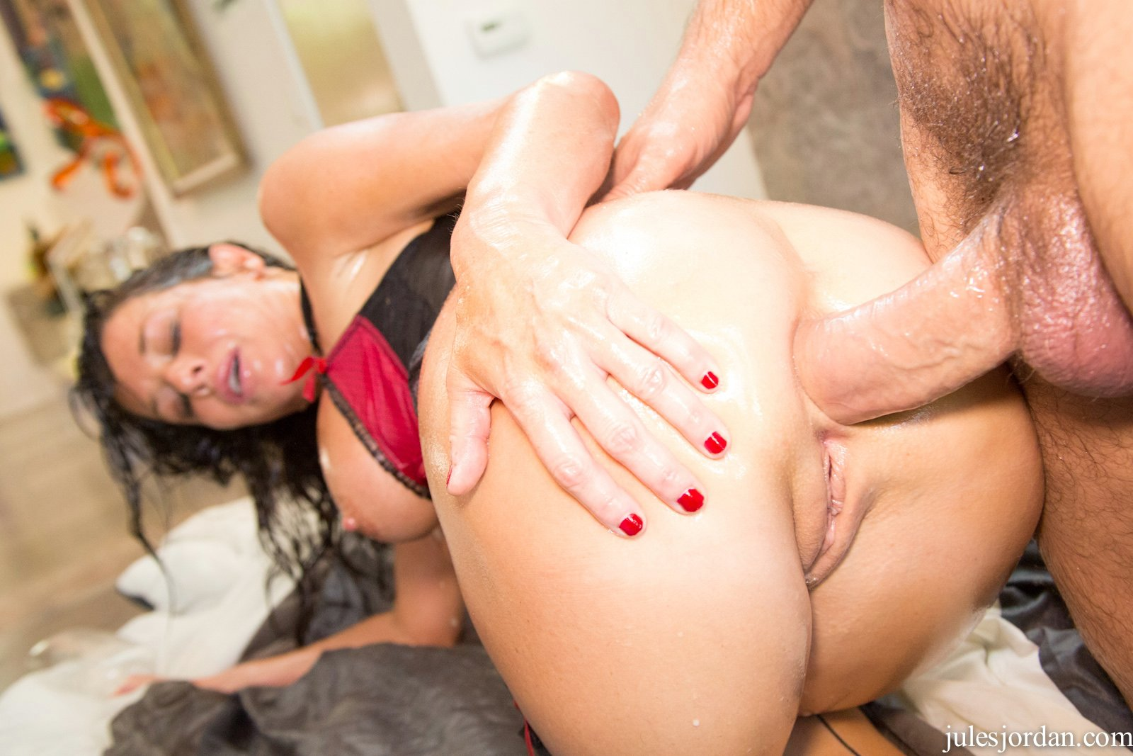 Veronica avluv gets fucked by the fuckbot for christmas