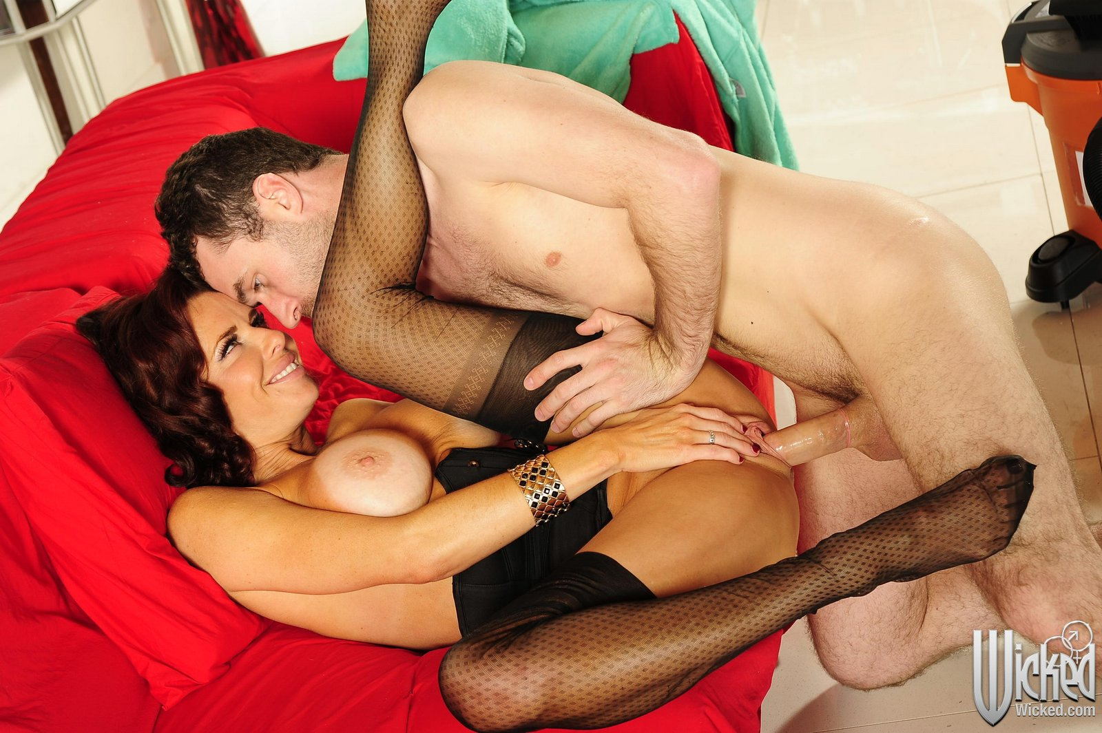 Bigboobed model Veronica Avluv strips down fucks