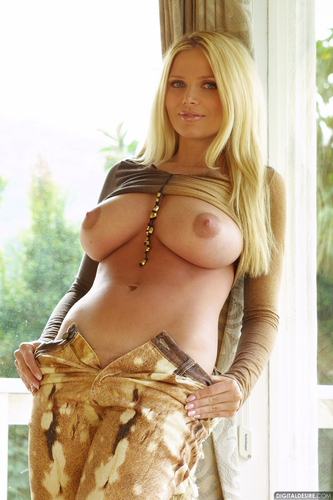 Victoria Zdrok strips and exposes her perfect big boobs ...