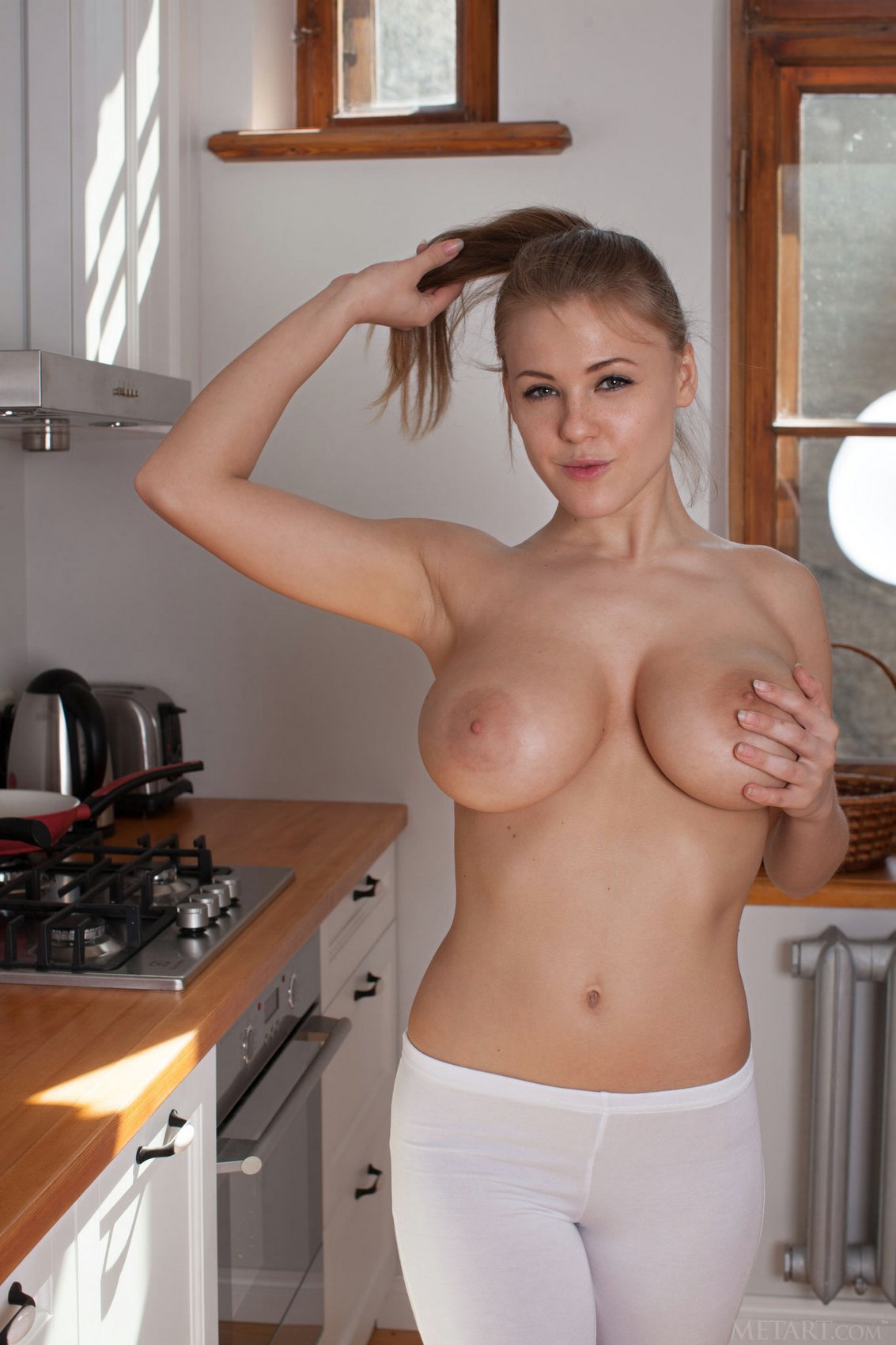 Nude in kitchen pics-3028