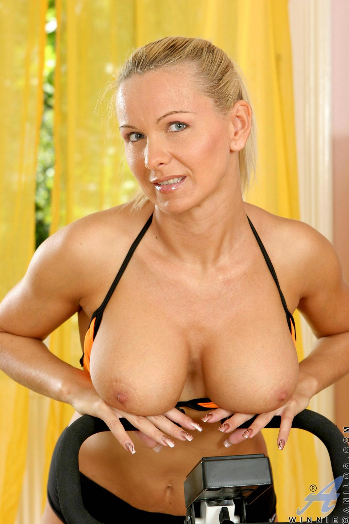 Blonde mature have a beautiful pictures sesion by fdcrn 10