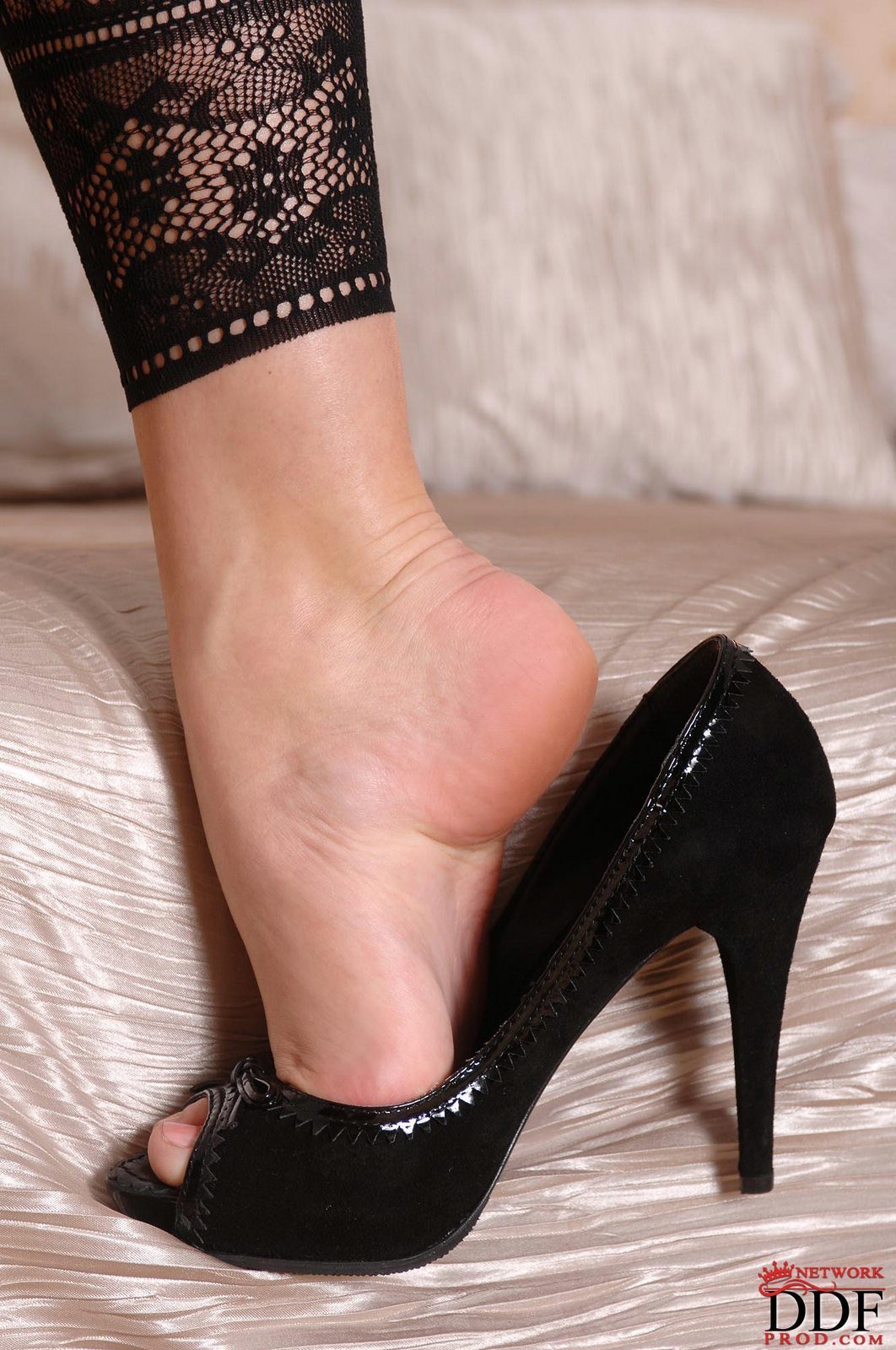 Zafira in sexy pantyhose showing off her smooth feet - My ...