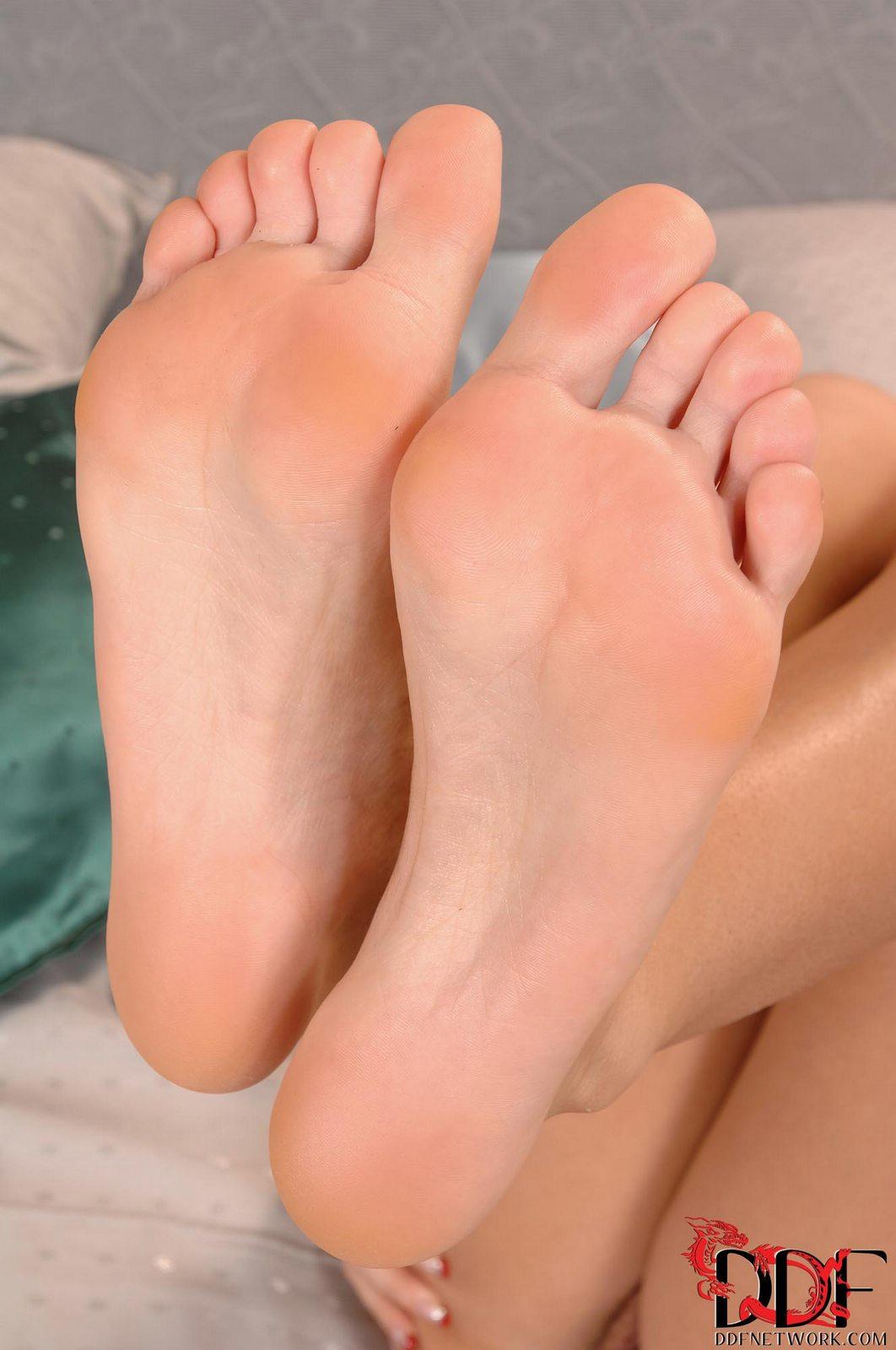 Zuzana Zeleznovova showing off her nice soles - My ...
